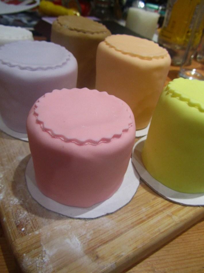 19 mini cakes